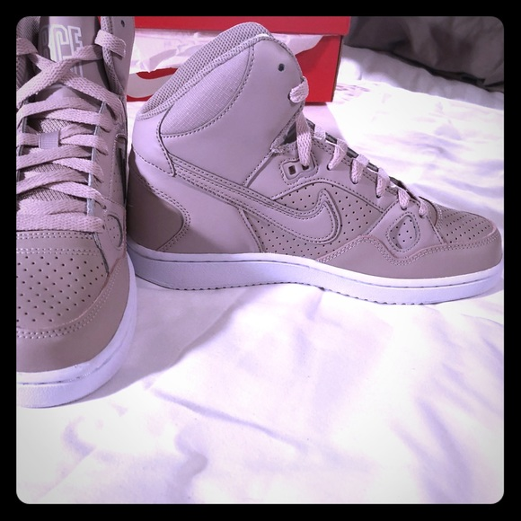 new style 1414f 5a1fa Nike Women s son of force mids